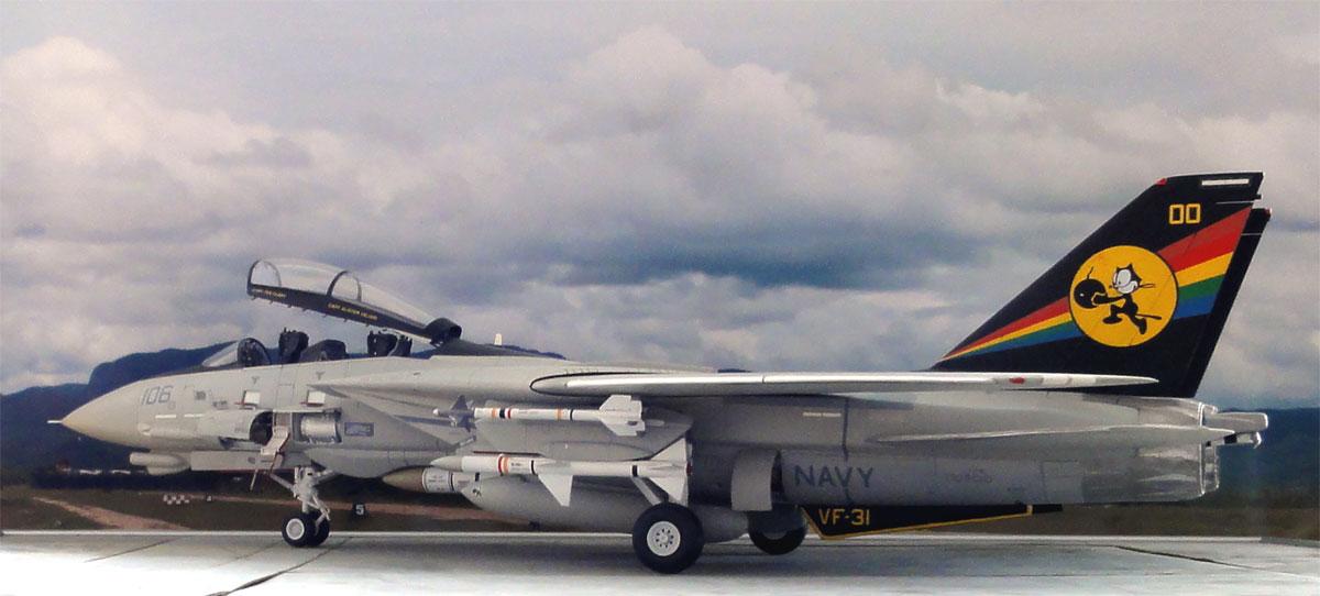 F 14 Tomcat Model 1 32