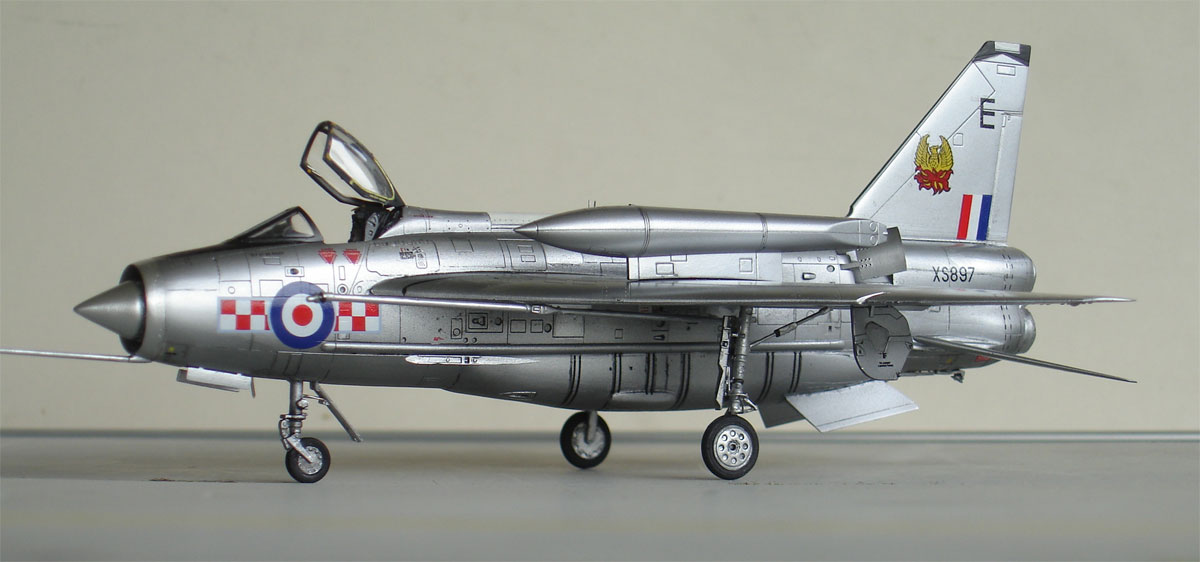 Trumpeter 1//72 English Electric Lightning F2A//F6 Fighter BAC